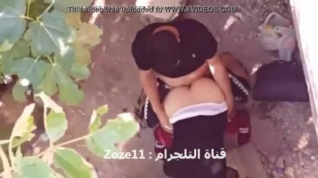عراقي ينيج حبيبته في البستان دون علم احد