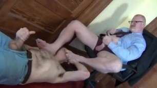 Daddy Foot Worshiped Gay - Podolatria Gay Maduros