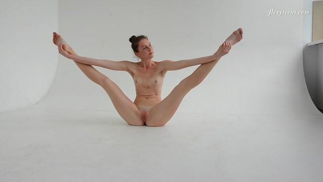 Dressed flexible brunette Alla Sinichka